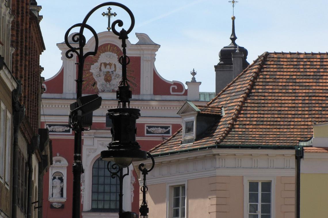 Nowe, stylowe lampy na Starym Rynku w Poznaniu