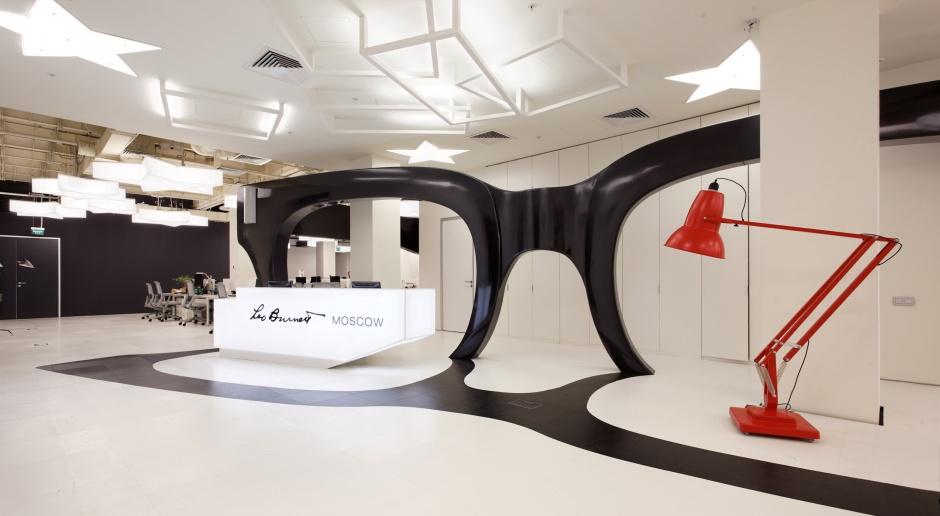 Leo Burnett i jego okulary -  zobacz biuro agencji reklamowej w Moskwie