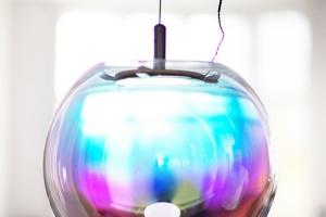 Minimalistyczna lampa Iris jak bańka mydlana