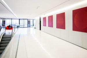 Sztuka zdobi biurowe wnętrza Royal Wilanów