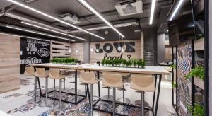 Oto klimatyczna, pełna drewna restauracja Lidl