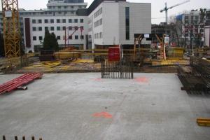 Biurowiec EQlibrium w Warszawie wychodzi z ziemi