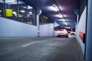 Energooszczędne oświetlenie: oprawy hermetyczne i szklane