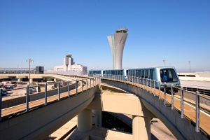 Wieża kontroli lotów niczym smukła syrena