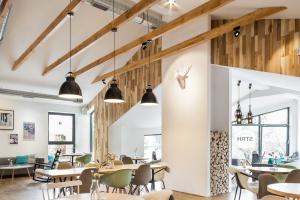 Kawiarnia Strh - klimat górskiego chalet z industrialnym loftem