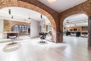 Salon fryzjerski – elegancja w zabytkowych wnętrzach