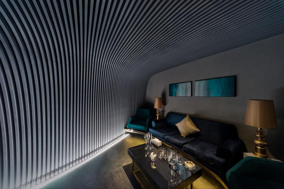 Bar V+Lounge inspirowany falami i podwodnym światem