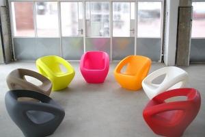 Kolorowe i designerskie meble z surowców wtórnych