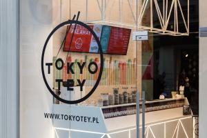 Tokyo Tey Sushi store - wnętrze surowe niczym sushi
