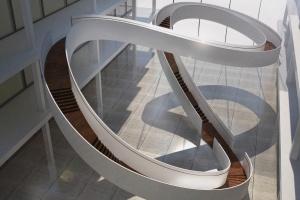 Projekt inspirowany wstęgą Möbiusa - sukces młodych, polskich architektów