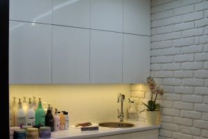 U fryzjera - jasne kolory i minimalizm