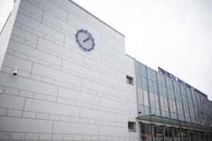 Nowoczesny, przyjazny i z nową elewacją - taki jest dworzec w Jarosławiu