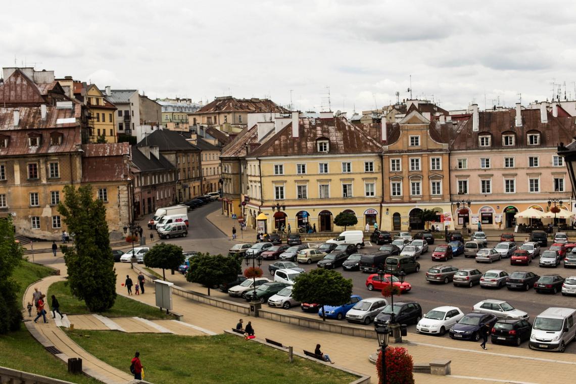 Ogród Saski w Lublinie z dziełami słynnego plakacisty