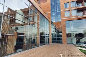 Oryginalna fasada inspirowana wyrzuconym przez morze drewnem