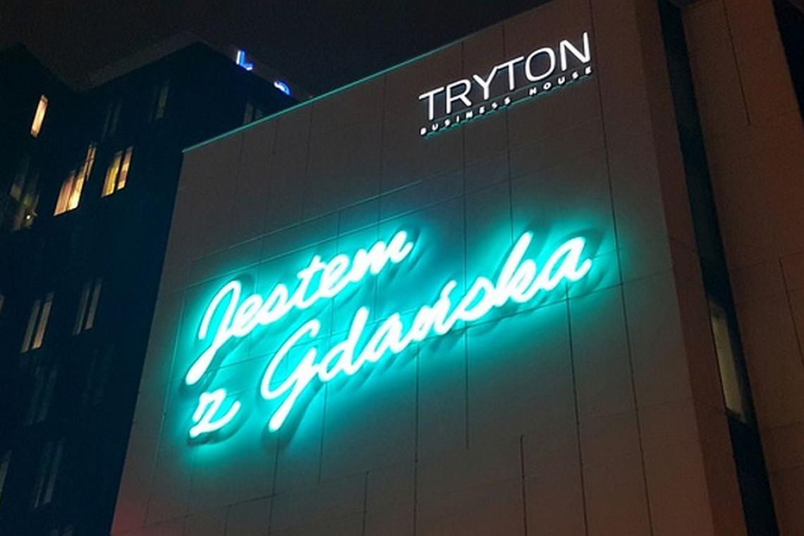 Zobacz film o największym neonie w Gdańsku