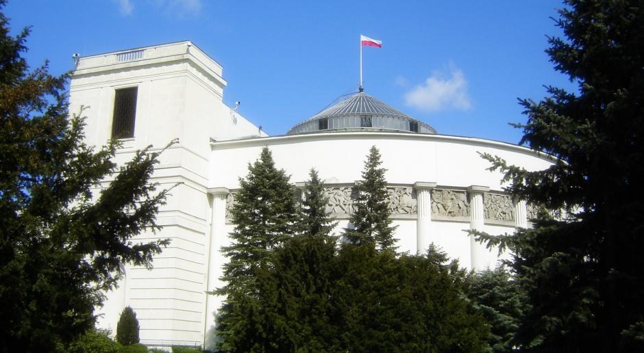 Wysoki płot ze szkła otoczy Sejm