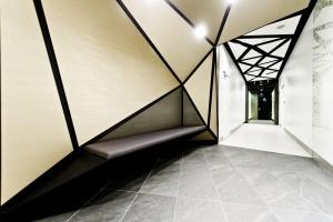 Kosmiczne toalety w Złotych Tarasach nominowane do Property Design Awards