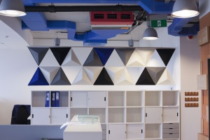 Szkło, beton, cegła - prostota i klasyka w biurze General Property