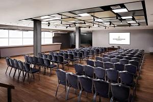 Nowoczesna sala konferencyjna w InterContinental od AHR Architects i Matena