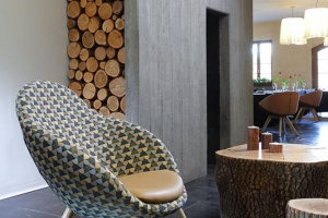 Nieszablonowy fotel od kultowych włoskich designerów