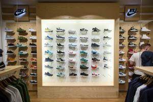 Sklep sneakersowy musi mieć nietuzinkowy design