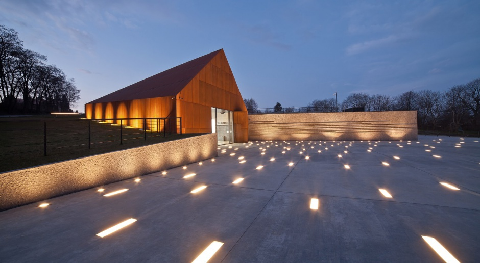 Ascetyczne i zjawiskowe muzeum w Markowej. To projekt Nizio Design International