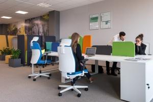 Jak zaprojektować biuro? Zrozumieć potrzeby pracowników i odwiedzić... showroom