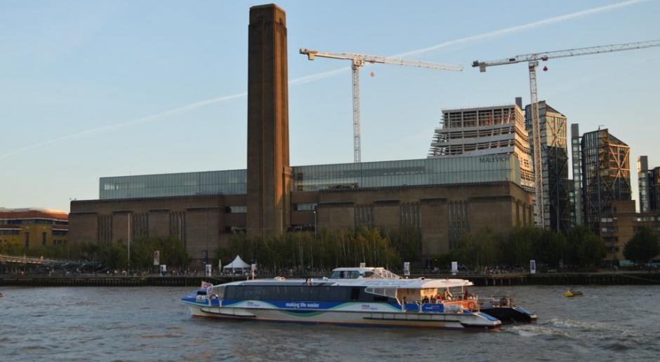 Tate Modern, czyli jedno z najsłynniejszych muzeów sztuki współczesnej rozbudowane
