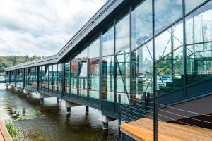 Szklany tunel hotelu Mikołajki zachwyca designem
