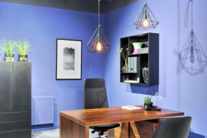 Jak zaprojektować kreatywne miejsce pracy o charakterze domowym?