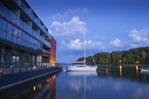 Jak stworzyć futurystyczną architekturę w zgodzie z naturą i do tego na wyspie?