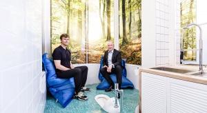 Toaleta jako miejsce spotkania i informacji?