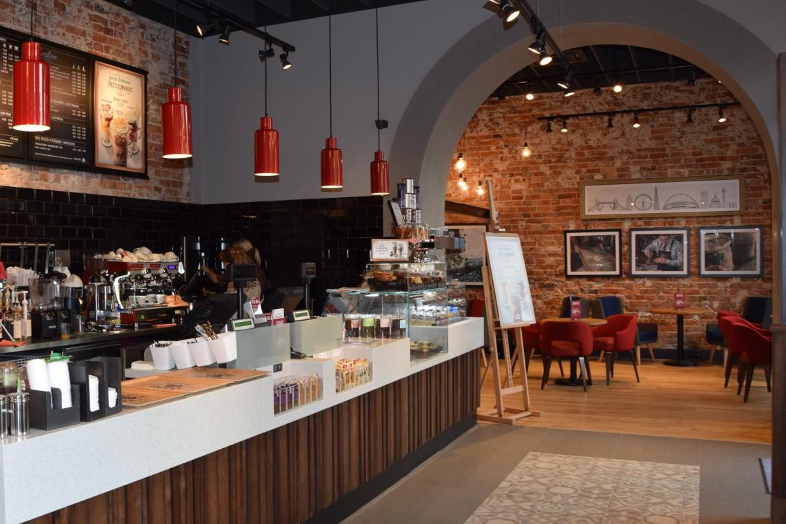 Costa Coffee wraca na Plac Trzech Krzyży - nadal klimatycznie i przytulnie