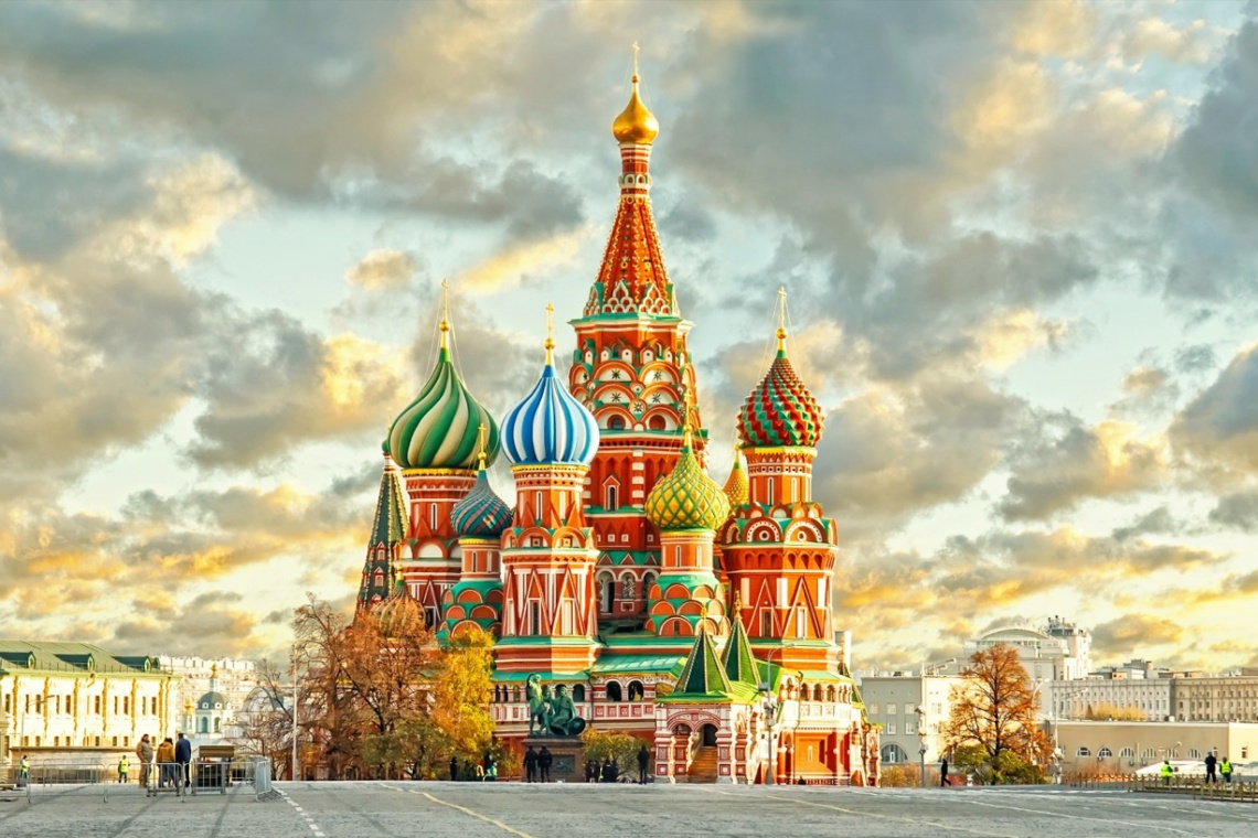 W Moskwie będą białe święta? Na ulice miasta przywieziono śnieg