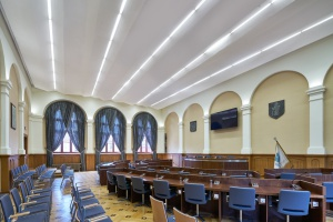Wnętrze przystosowane do pracy – sala sesyjna Rady Miasta Olsztyna