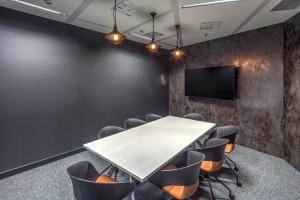 Polskie akcenty w nowoczesnym designie, czyli jak powstało biuro JLL w Warsaw Spire