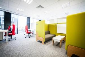 Pufy i hamaki w natarciu – kreatywne biura nie tylko dla branży kreatywnej
