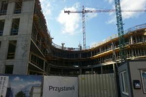 Przystanek mBank w Łodzi rośnie w oczach. To projekt AHR Architects