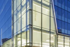 Nowoczesna i świetlista bryła Q22 doceniona za architekturę