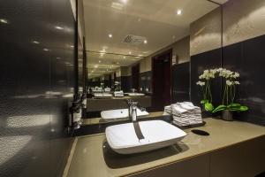 Luksusowe łazienki w królewskim hotelu? Wcale nie muszą być retro