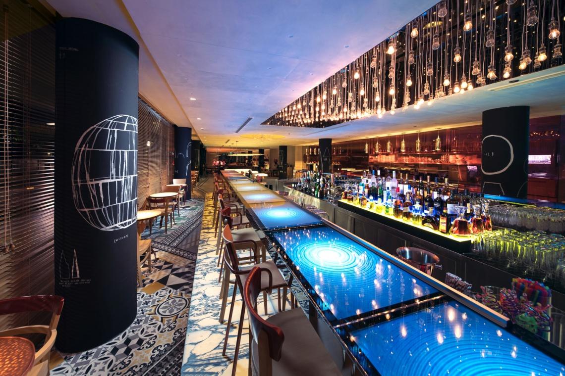 Design demokratyczny w hotelu. Starck wdraża swoje idee w Singapurze