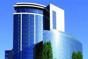 Hotelowa elewacja - jak wykorzystać aluminium?