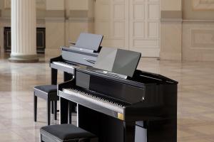 Designerskie pianino hybrydowe