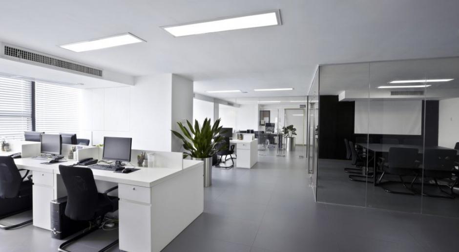Biuro w nowym świetle. Funkcjonalne i oszczędne oświetlenie ciągów komunikacyjnych