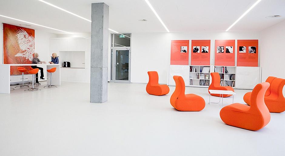10 kolorowych sposobów, by w biurze dobrze się siedziało