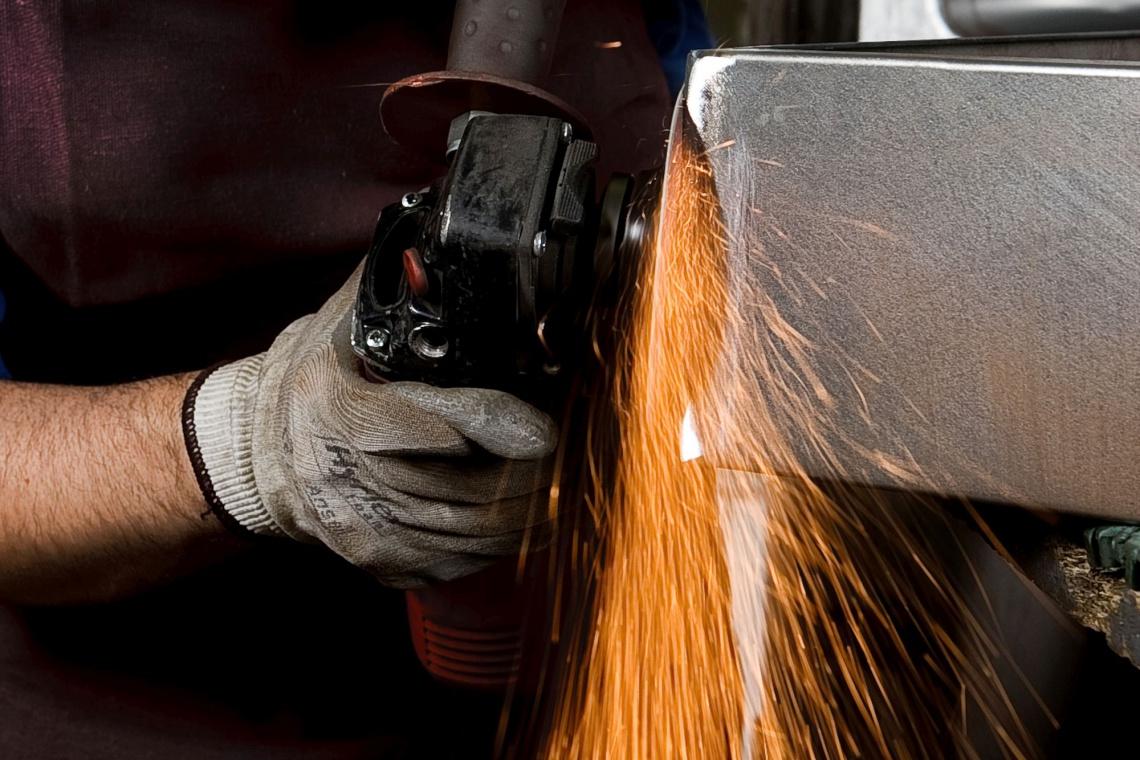 To naprawdę wyjątkowy materiał. Jak powstają produkty z glazurowanej stali?