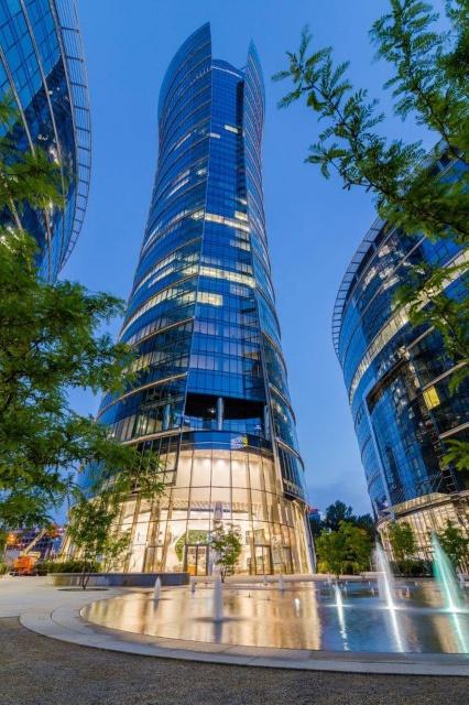 Warsaw Spire - efekt pracy belgijskich i polskich architektów. Czy zdobędzie Property Design Awards?