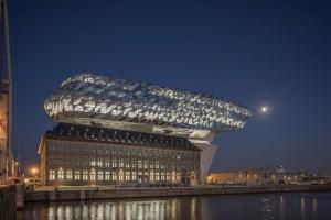 Genialna rewitalizacja w Antwerpii. To projekt Zaha Hadid Architects