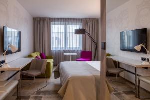 Królowie w hotelu - ten pomysł na wnętrza jest wart docenienia