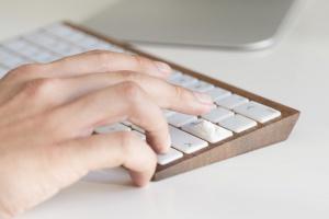 Oto klawiatura, która ma skłaniać do... refleksji